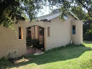 Pleasing 2 Bedroom Garden Cottage For Sale In Bridle Park Vartrust Beutiful Home Inspiration Cosmmahrainfo